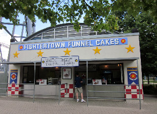 Canada's Wonderland - FighterTown Funnel Cake