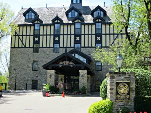 Toronto Boutique Hotels - The Old Mill Inn & Spa