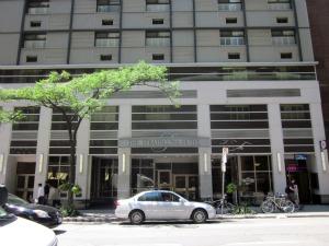 Mid-range Hotels In Toronto - Strathcona Hotel